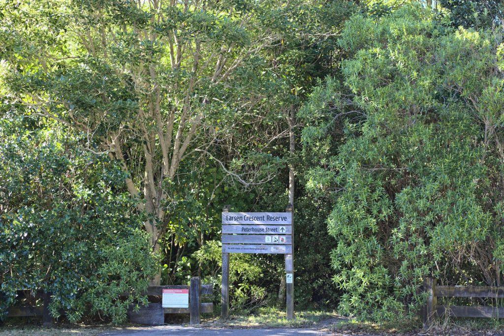 Larsen Crescent Reserve Entrance