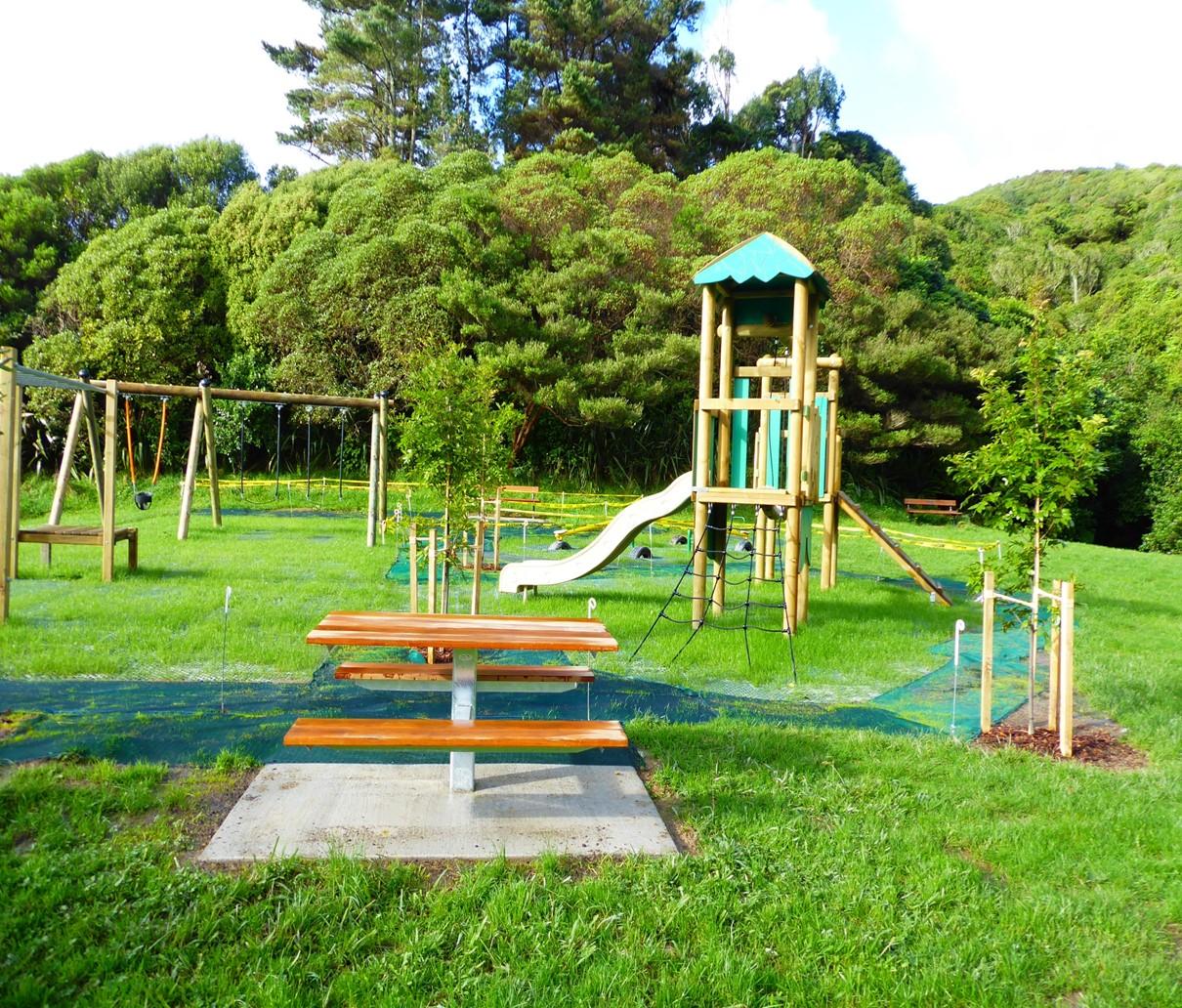 Playground Brasenose / Redwood