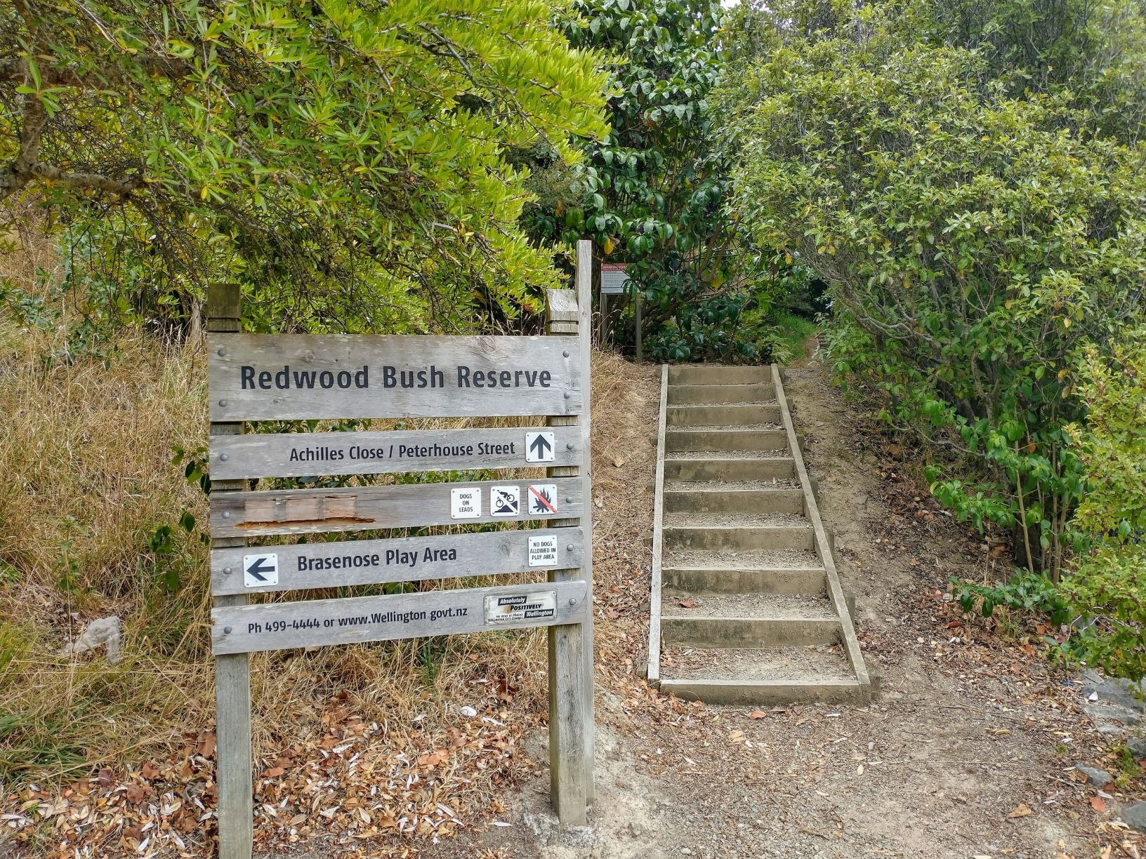 Photo of the Redwood Bush Reserve Entrance Sign on Peterhouse Street | Friends of Tawa Bush Reserves